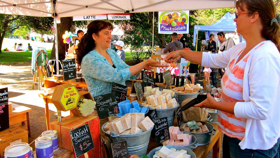 Saltspring-Soapworks-Saturday-Market