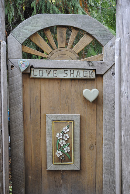 love-shack-gate