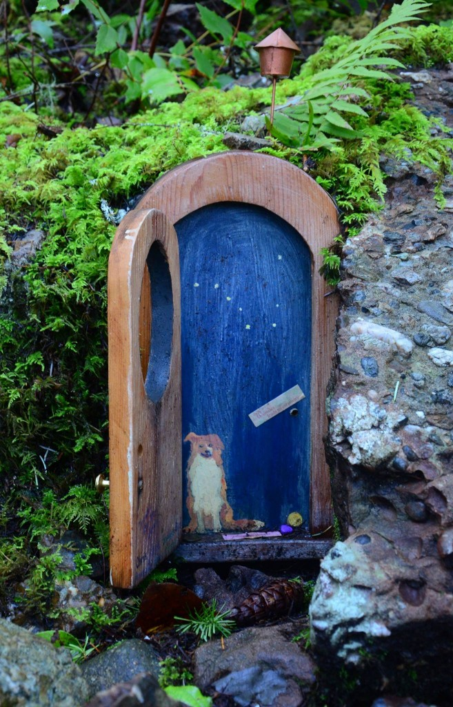 Faerie door gnome doors fairy doors faerie doors elf for The faerie door